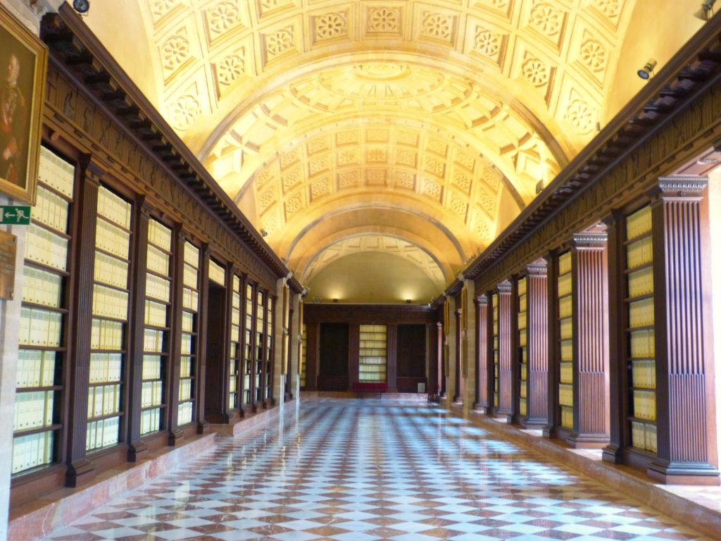 Wnętrze Głównego Archiwum Indii